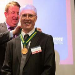 CSIRO's Nigel Warren (left) presented Professor Abramson (centre) with the Pearcey Medal, as foundation chairman Wayne Fitzsimmons (right) looked on.